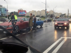 Самый умный в мире Mercedes E-Class не увернулся от «Москвича» на проспекте Победителей